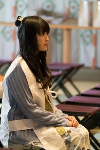 祈祷着を着用した花守