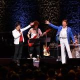 """アニソン界の""""帝王""""水木一郎、45周年ライブで """"大王""""ささきいさおと豪華メドレー熱唱!"""