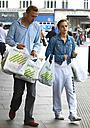 エマ・ワトソンと銀行マンの恋人がスーパーに出かけた姿をキャッチ!