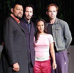 (左より)ローレンス・フィッシュバーン、キアヌ・リーブス、 ジェイダ・ピンケット・スミス、ヒューゴ・ウィービング
