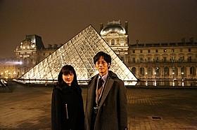 綾瀬はるか&松坂桃李がルーブル美術館でロケ敢行!「モナリザ」