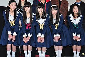 舞台挨拶に立った東京女子流