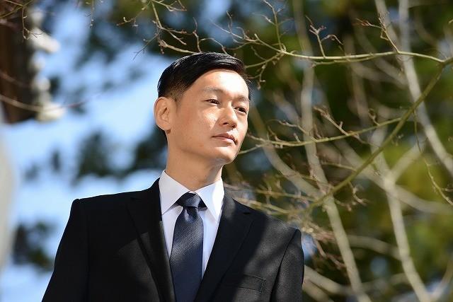 「悼む人」の井浦新