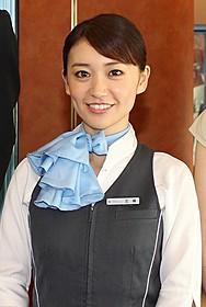 ロマンスカーアテンダントの制服姿で 登場した大島優子「ロマンス」