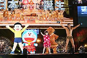 ウンタカダンスを披露するドラえもんたち「映画ドラえもん 新・のび太の日本誕生」