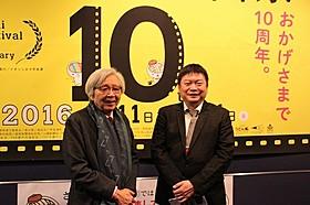 オープニングを盛り上げた山田洋次監督と本広克行監督「家族はつらいよ」