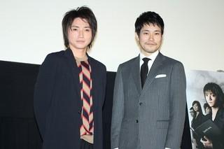 再会を喜びあう藤原竜也と松山ケンイチ「デスノート(2006)」