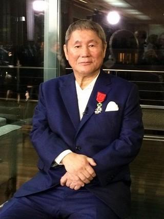 北野武紺色スーツ