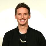 一生、忘れない!エディ・レッドメインら「ファンタビ」一行、公開初日に鏡開き