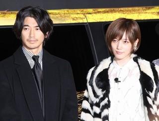登壇した瑛太(左)と本田翼「土竜の唄 香港狂騒曲」