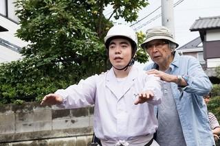 徳永ゆうき(左)と山田洋次監督