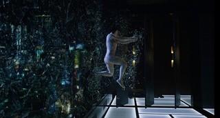 スカーレット・ヨハンソンが豪快アクション!「ゴースト・イン・ザ・シェル」
