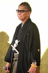 生田斗真、三池崇史監督のお酌に男気で応えるも「量、多すぎ!」とフラフラに