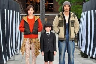 「稲垣家の喪主」に出演する(左から)広末涼子、金成祐里くん、森山未來