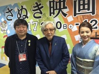 舞台挨拶に立った(左から)本広克行 ディレクター、山田洋次監督、司会を 務めた女優・木内晶子