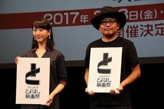 16年8月の会見に登壇した松井玲奈&園子温「溺れるナイフ」