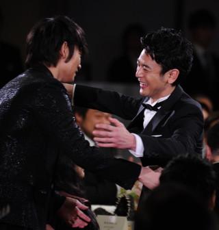 綾野剛と喜びを分かち合った妻夫木聡「怒り」