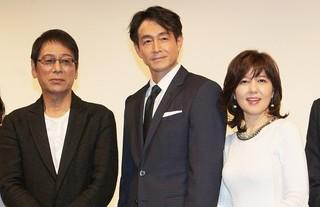 舞台挨拶に立った(左から)大杉漣、 吉田栄作、石野真子「グッバイエレジー」