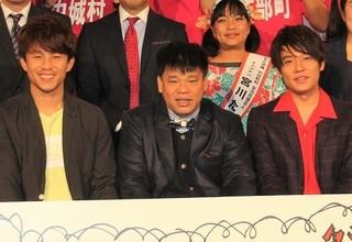 ジミー大西(中央)と中尾明慶、小出恵介「カーラヌカン」