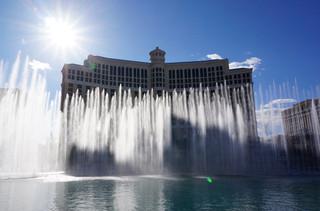 「オーシャンズ11」でおなじみ、高級カジノ ホテル・ベラージオの美しい噴水ショー