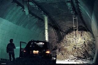「トンネル 闇に鎖された男」の一場面