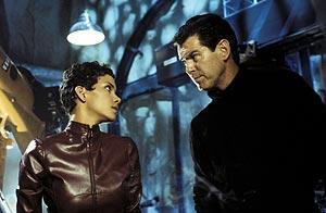 007 ダイ・アナザー・デイの映画評論・批評